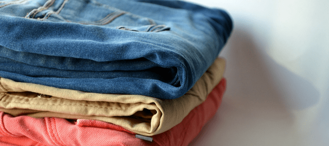can fleas live on clothes