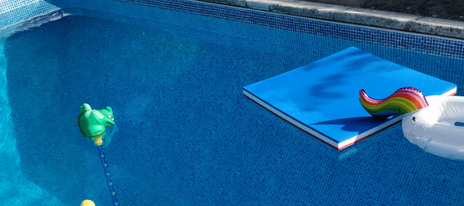 How to clean pool tile with vinegar