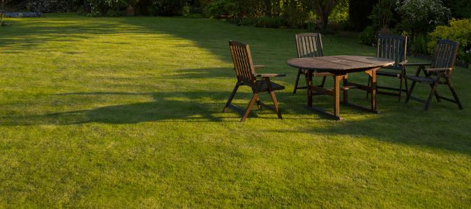 Summer lawn care schedule