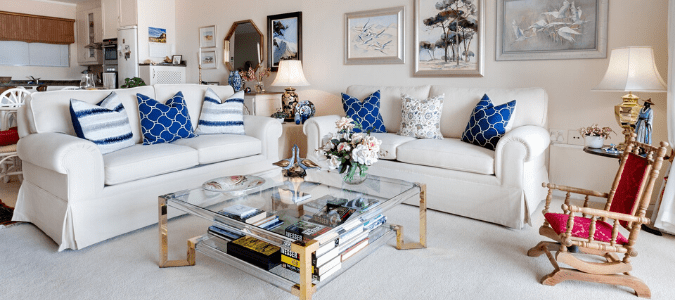 A living room with white carpet