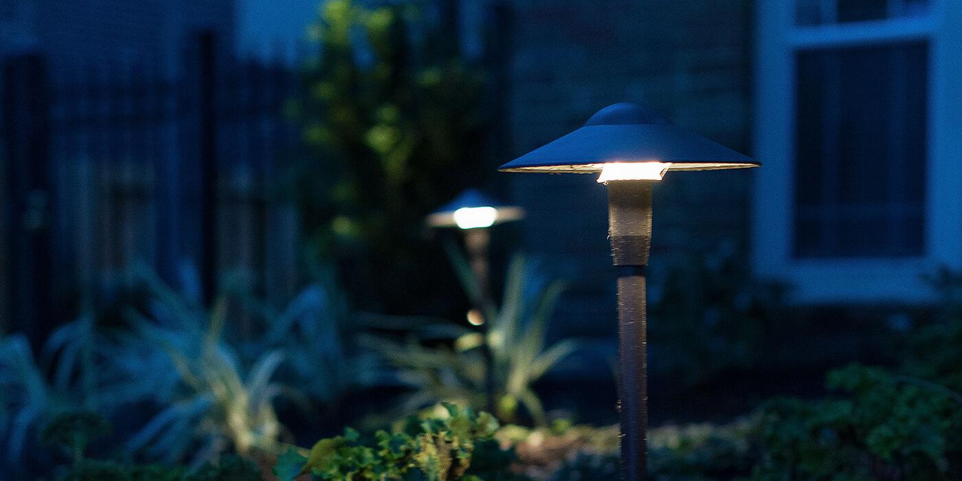 outdoor lighting in a backyard